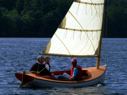 Doug's catboat -- now THAT's deck camber!