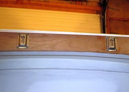 Ladder keyhole brackets.