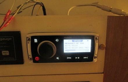 Fusion IPod player/radio